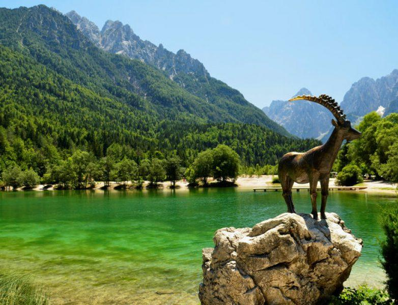 lake-jasna-statue-goldhorn-www.travelslovenia.org_-782×600