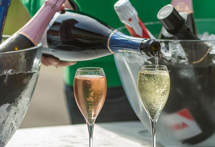 sparkling wine Champagne_mala